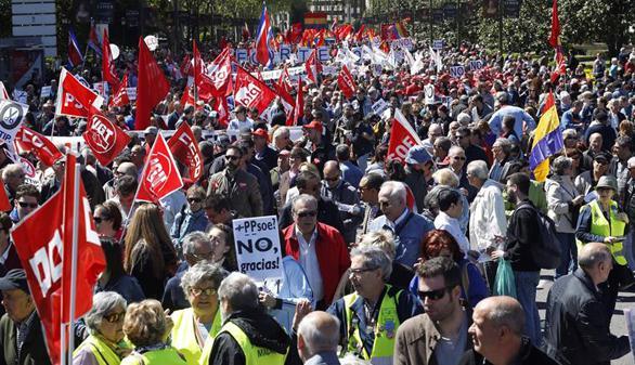 Multitudinarias manifestaciones en Barcelona y Madrid