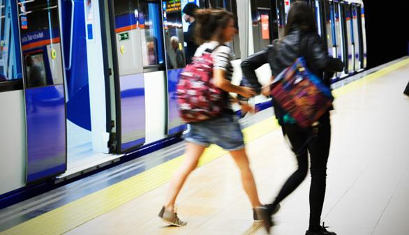 Los Tedax detonan una maleta sospechosa en el Metro de Madrid