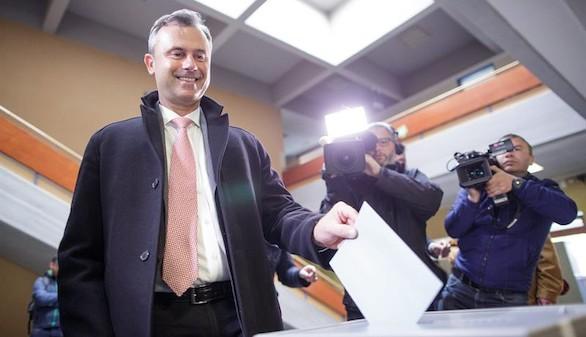 La ultraderecha gana la primera vuelta de las elecciones en Austria