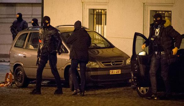 Bélgica detiene a 16 personas pero no da con Salah Abdeslam