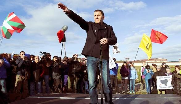 Pablo Iglesias celebra la liberación de Otegui