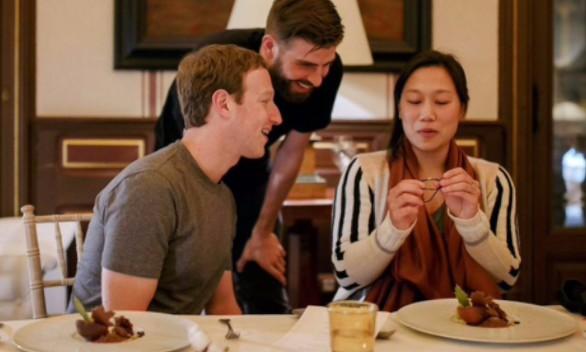 Piqué cena en Barcelona con Zuckerberg y su mujer