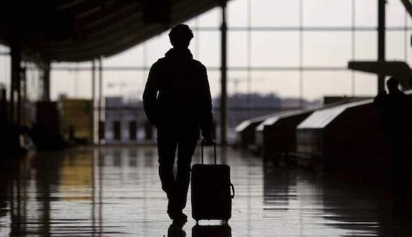 El número de españoles que emigra ha crecido un 56% desde que empezó la crisis
