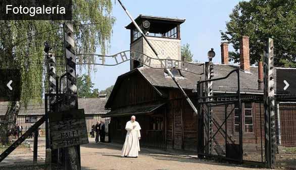 El silencioso recorrido del Papa por los barracones de Auschwitz