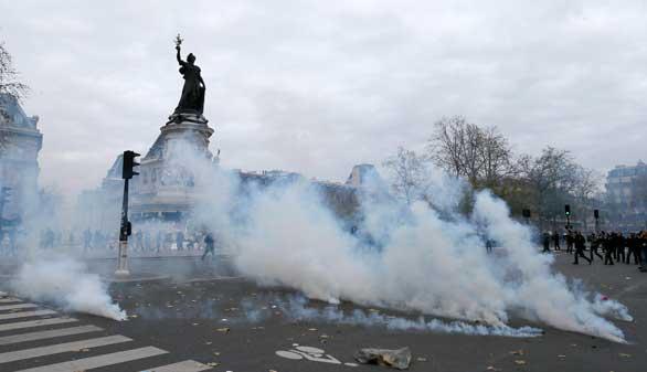 Más de 200 detenidos en la no autorizada marcha por el clima en París