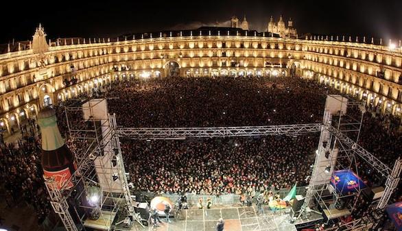 Unos 45.000 jóvenes abarrotan Salamanca por la Nochevieja Universitaria