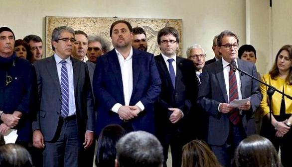 Mas receló de la hoja de ruta secesionista de Puigdemont y temió hacer el