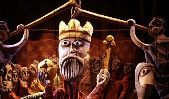 El retablo de Maese Pedro y Cervantes en el escenario del Teatro Real