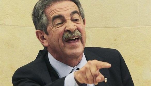 Revilla, elegido presidente de Cantabria en segunda votación