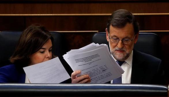 Sánchez, Iglesias y Rivera aprovechan la comparecencia de Rajoy para atacarle