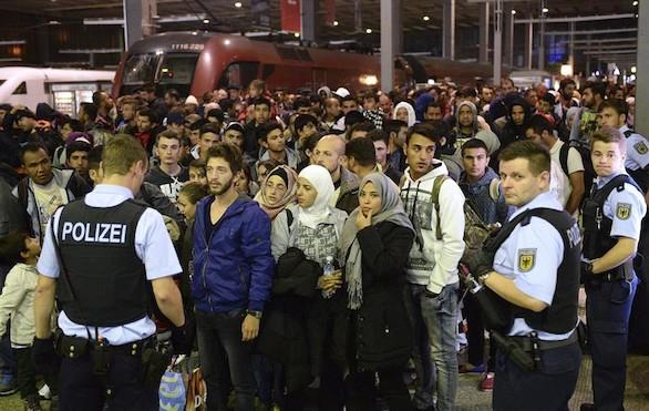 Europa vota el reparto de 120.000 refugiados con Schengen en suspenso
