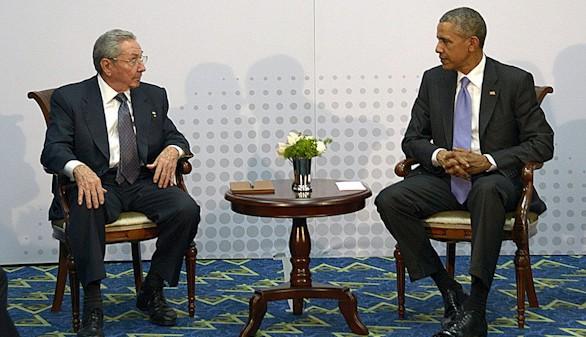Histórica reunión entre Obama y Castro para afianzar el deshielo