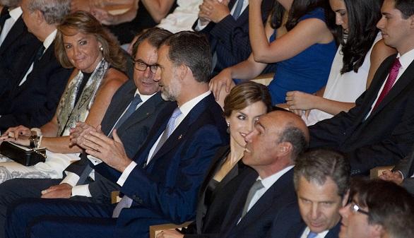 El Rey pide ante Mas que Cataluña y España avancen por el camino de la unidad