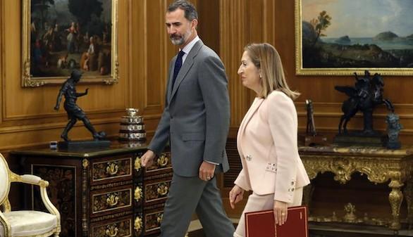 Ana Pastor le entrega al Rey la lista para la ronda de consultas