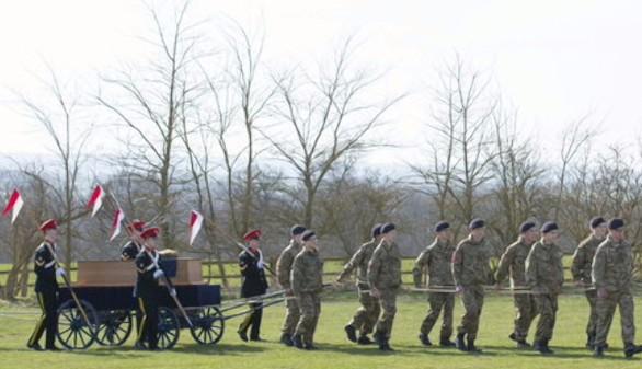 El cortejo fúnebre de Ricardo III recorre Leicester cinco siglos después de su muerte