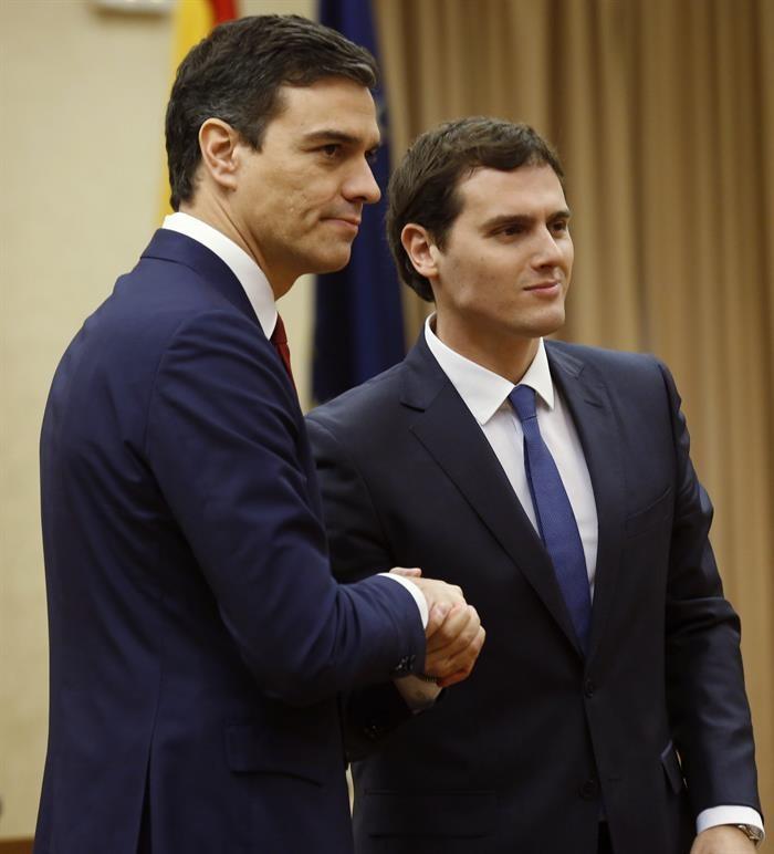 Rivera invita al pp a unirse al acuerdo firmado con for Clausula suelo con acuerdo firmado