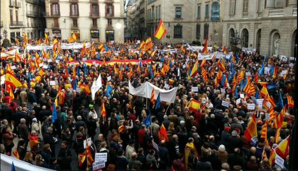 Miles de personas salen a la calle en Barcelona contra la independencia