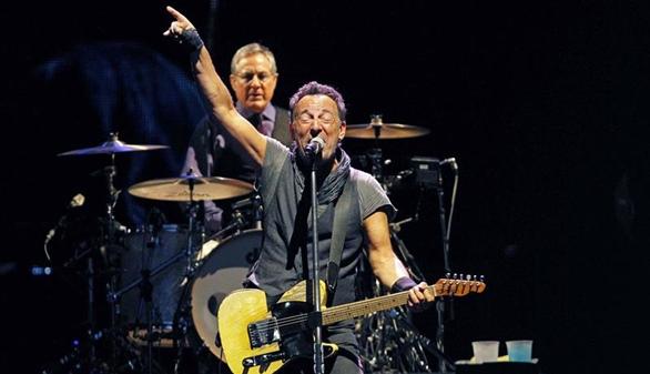 Bruce Springsteen arrasa en Barcelona con un torrente de rock