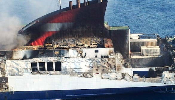 Una empresa de salvamento acondicionará el ferry hundido en Palma antes de su remolque