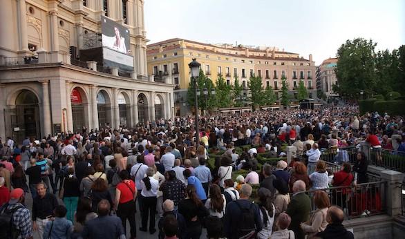 La Traviata conquista a 6.000 personas en la Plaza de Oriente de Madrid