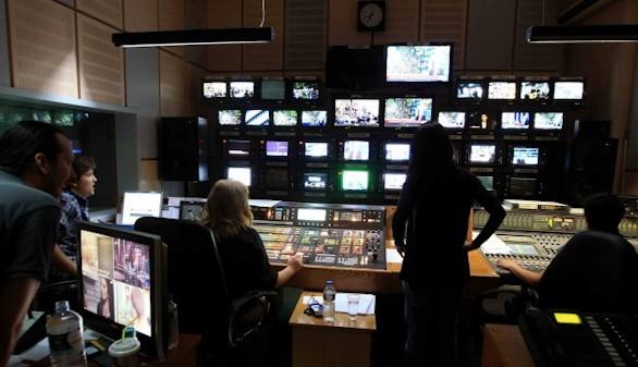 Reabre televisión pública griega y regresa la plantilla fija