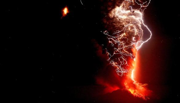 Chile activa el estado de excepción por la erupción del volcán Calbuco