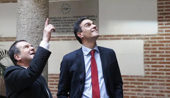 El PSOE 'salta por los aires' en Galicia a un mes del 25S