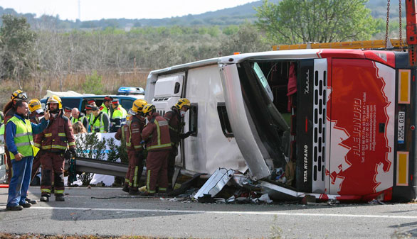Mueren 13 estudiantes en un accidente de autocar en Tarragona
