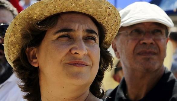 Ada Colau da otro paso para eliminar los símbolos monárquicos