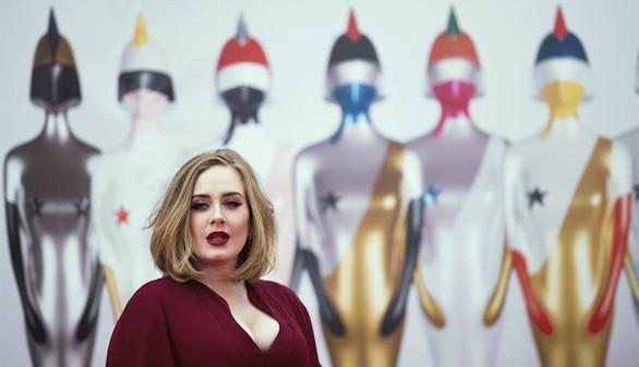 La cantante Adele gana el Brit Award al mejor álbum por su trabajo '25'