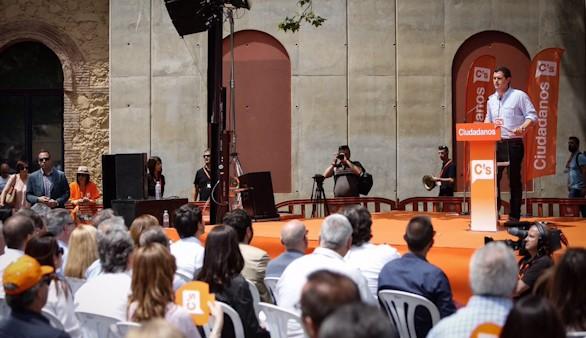 Independentistas de la CUP intentan reventar el mitin de Rivera