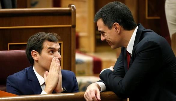 PSOE y C's estudian abstenerse y permitir gobernar al PP en minoría