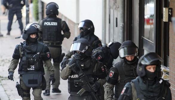 Alemania detiene a un estudiante de 15 años con balas, cuchillos y explosivos