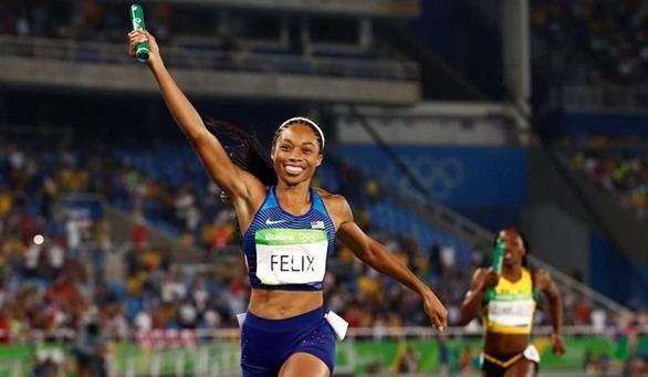 Estados Unidos domina los dos relevos 4x400 y Felix gana su sexto oro