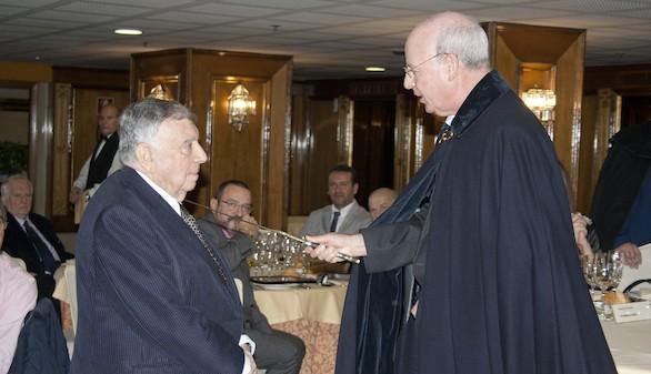 Luis María Anson, Caballero Comendador de la Orden de la Amistad