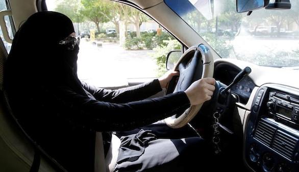 Las mujeres al fin pueden conducir en Arabia Saudí