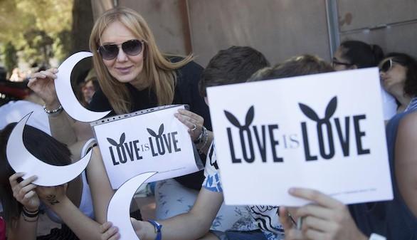 Doce mil personas desafían el miedo y disfrutan con Ariana Grande en Barcelona