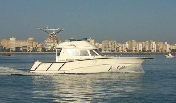 Este barco de la Armada busca a Marta del Castillo en el Guadalquivir
