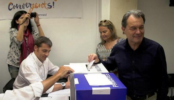 Mas pide elecciones plebiscitarias ante la amenaza de la CUP
