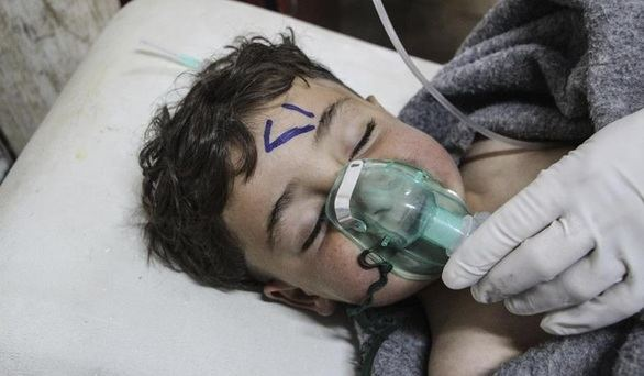 Un centenar de muertos en un ataque con armas químicas en Siria