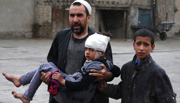 Al menos 28 muertos y 327 heridos en un atentado en Kabul