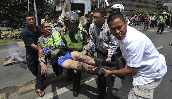 Al menos siete muertos tras varias explosiones y tiroteos en Yakarta