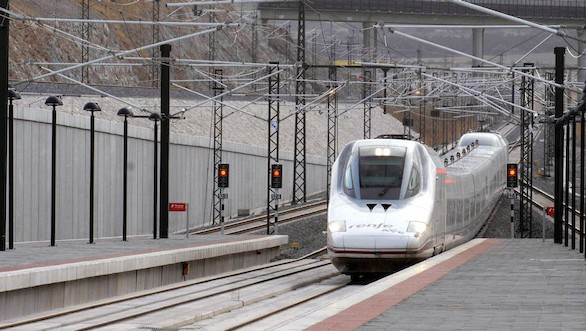 El AVE conectará Madrid con Galicia a mediados de 2019