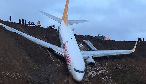 Ningún herido entre los 162 pasajeros al caer un avión turco por un acantilado