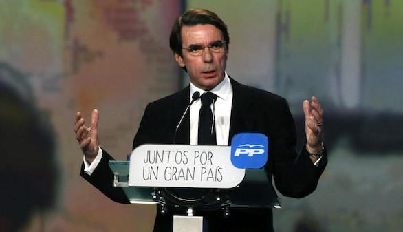 Aznar rompe con Rajoy y renuncia a la presidencia de honor del PP