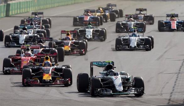 Rosberg sale más líder de Baku, donde 'Checo' Pérez acabó tercero