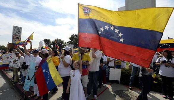 Un militar español, herido por un disparo en Caracas
