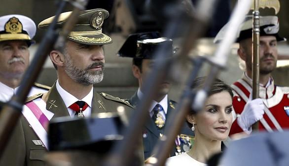 Felipe VI preside por primera vez el Día de las Fuerzas Armadas