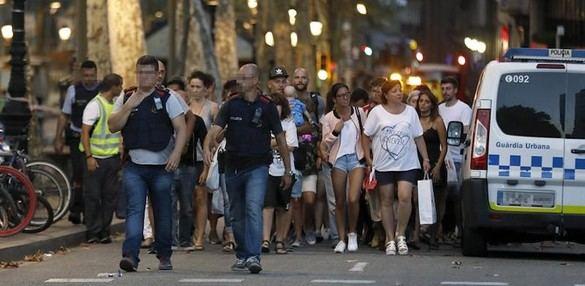 El terrorismo yihadista golpea España: 14 muertos y 4 detenidos