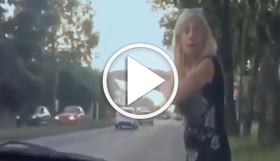 Vídeos virales. Berrinche tras ser bloqueda por su hijo en redes